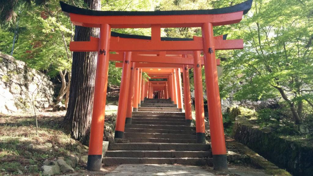 有子山稲荷神社への鳥居