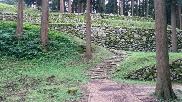 七つの尾根に展開する山城・七尾城【日本100名城スタンプラリー】